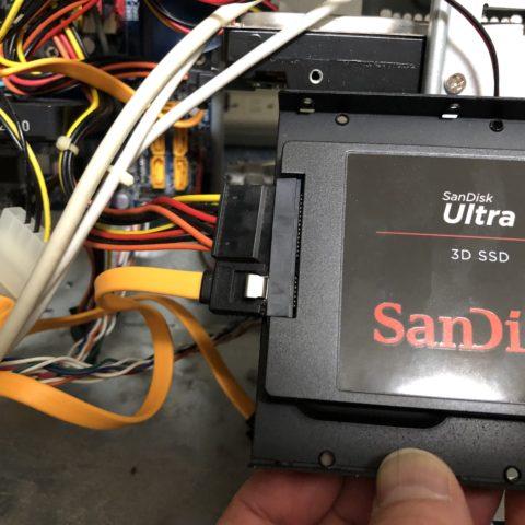 SSDにケーブル接続